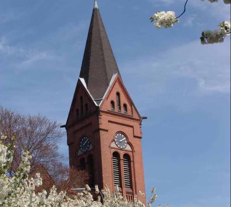 Johanneskirche_Kirchturm im Frühling_Pistorius_Klein.jpg